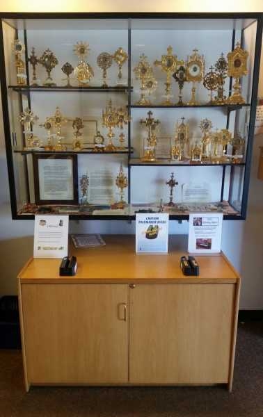 Relic-Reliquary-Display-3
